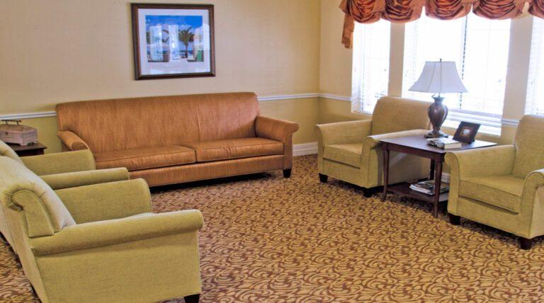 Serento Rosa Living Room